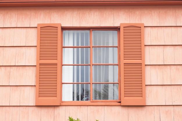 Ξύλινα παράθυρα και παντζούρια